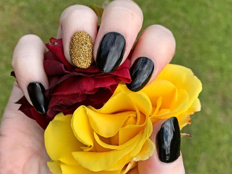 goldfinger nails